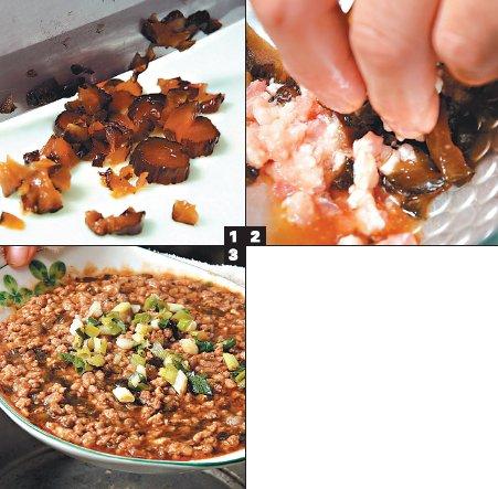 電鍋裡加入3/4碗水量,瓜仔肉入鍋蒸熟,上菜前撒 ...
