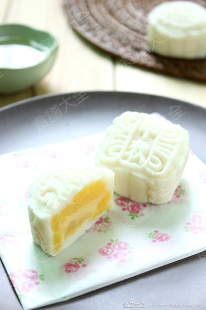 南瓜奶黃冰皮月餅