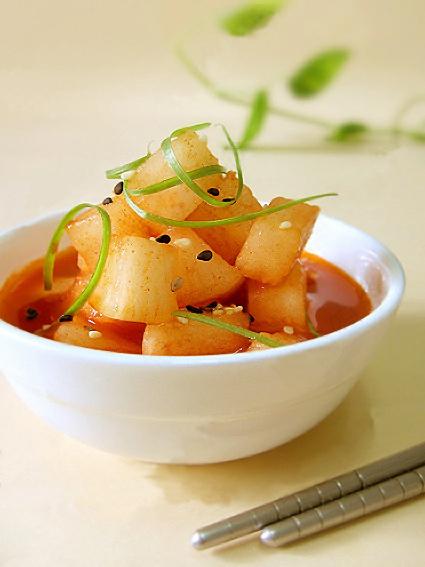 兩道韓式開胃菜醃蘿蔔及梅汁蘿蔔