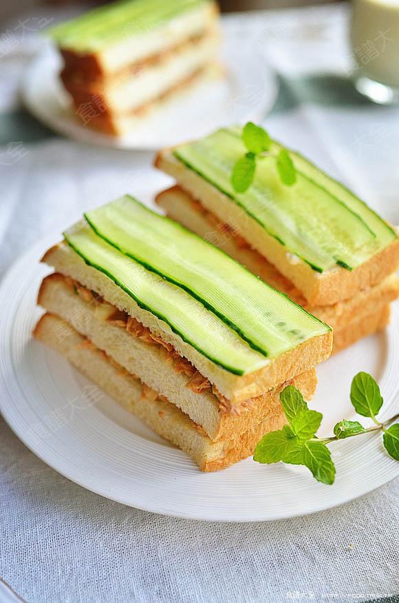 鮪魚黃瓜三明治