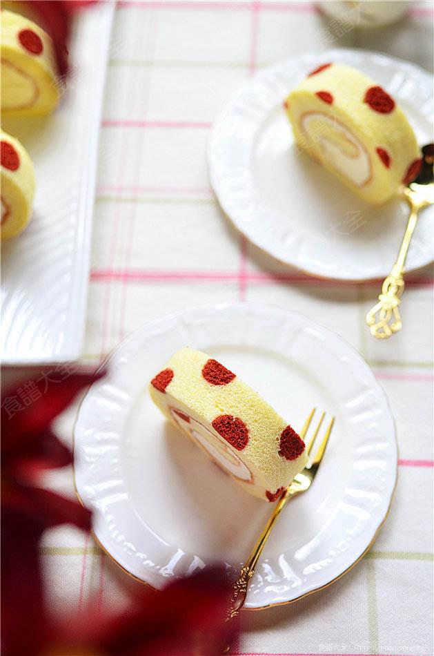 紅絲絨波點蛋糕卷