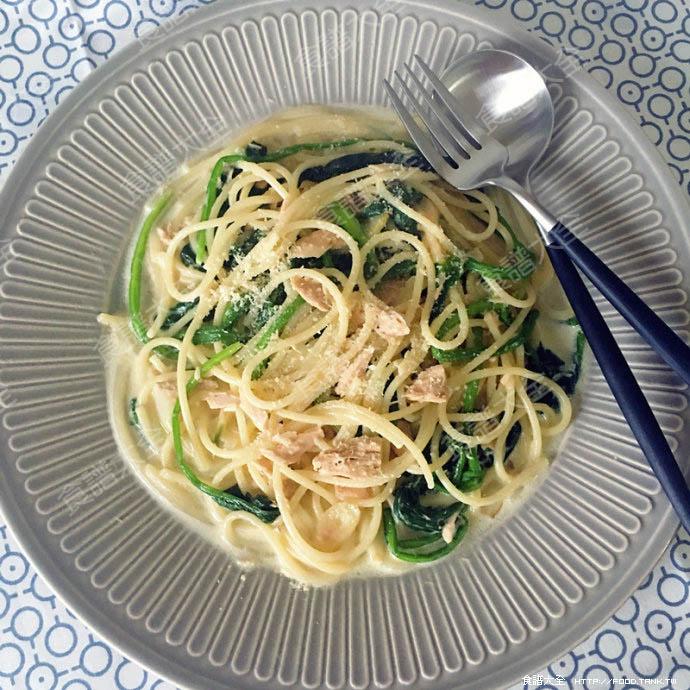 奶油鮪魚菠菜義大利麵